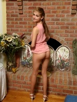 Hannah Hays In Ripped Pantyhose ::: Als Scan :::
