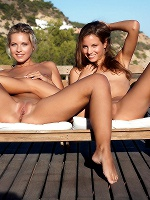 Antea And Jenni By Erro In Freely - Photo 12