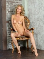 Annabell By Valentino In Let Me Be Your Queen ::: Femjoy :::