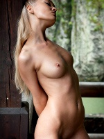 Eleonora By Tom Leonard In Wild Nature ::: Femjoy :::