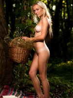 Vika P By Pazyuk In Come With Me ::: Femjoy :::