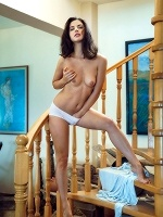 Jasmine Jazz By Alex Lynn In On Stairs 1 - Photo 5