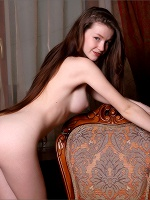 Emily Essentially Nude - Photo 7