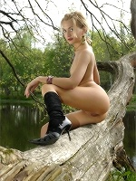 Lilya Picnic By The Pond ::: Mpl Studios :::