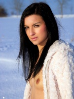 Katie In Snow Field ::: Watch4beauty :::