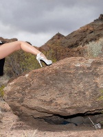 Lady Dee In Peeing On The Rocks ::: Watch4beauty :::