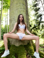 Li Moon In Forest ::: Watch4beauty :::