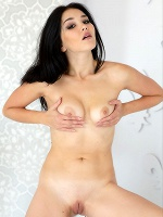 Malena In Girl Before A Mirror - Photo 5