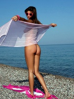 Maria In Pee On The Beach ::: Watch4beauty :::