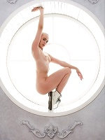 Nicol In Flexible Girl ::: Watch4beauty :::