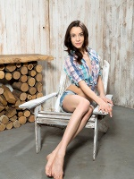 Olyvia In Wooden Design - Photo 1