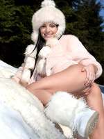 Sapphira In Snow Games ::: Watch4beauty :::